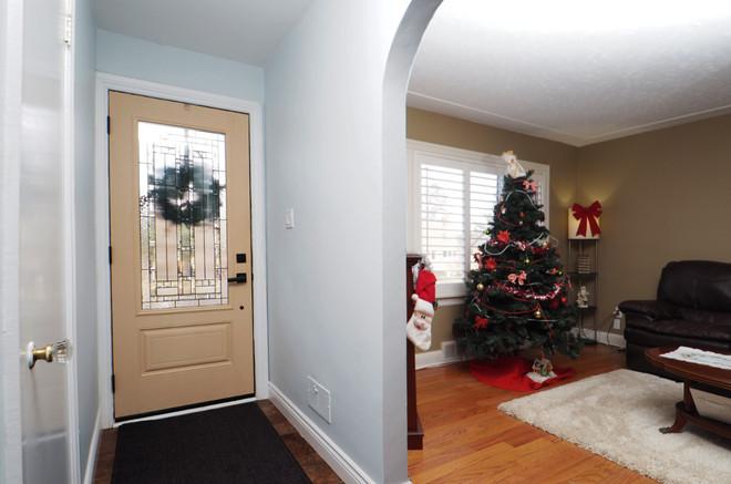 59 Belleview For Sale - Inside Front Door