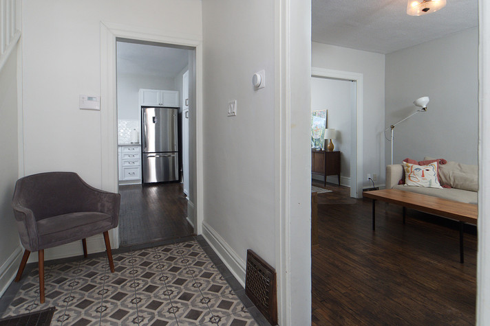 Foyer 2 - 137 Madison Ave S For Sale