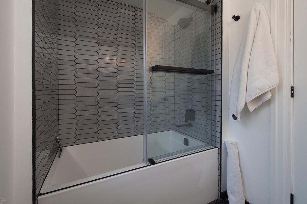 Main Bath 2 - 132 Queen St N - For Sale