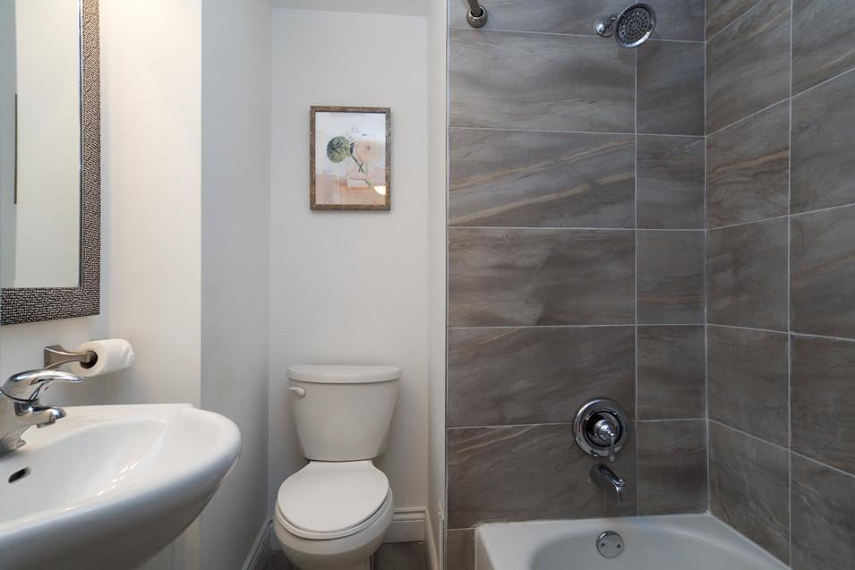 114 Queen St W - Bathroom
