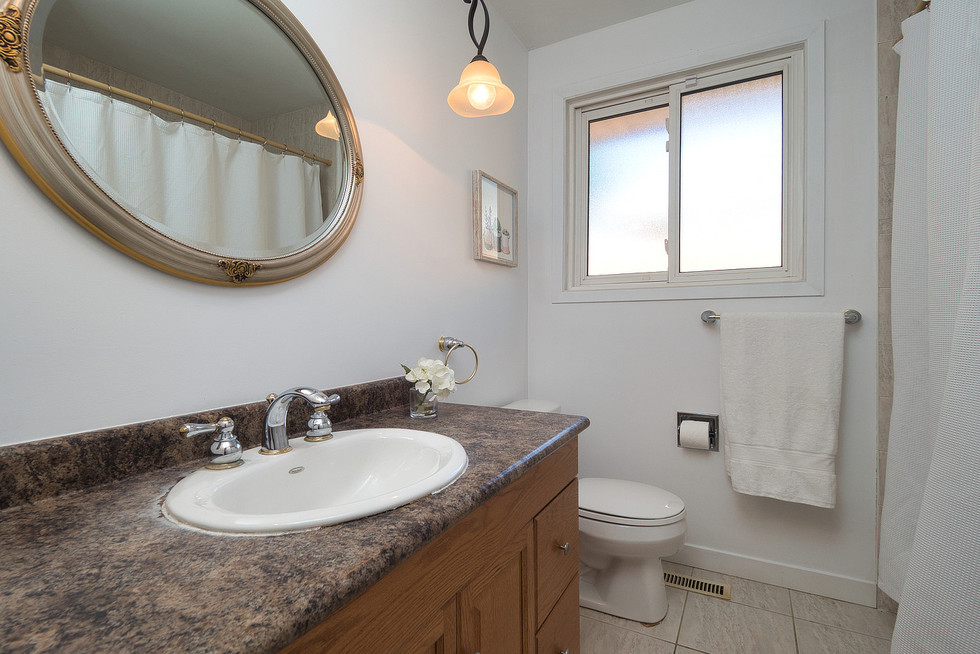 Bathroom 2 - 1 Tanager For Sale