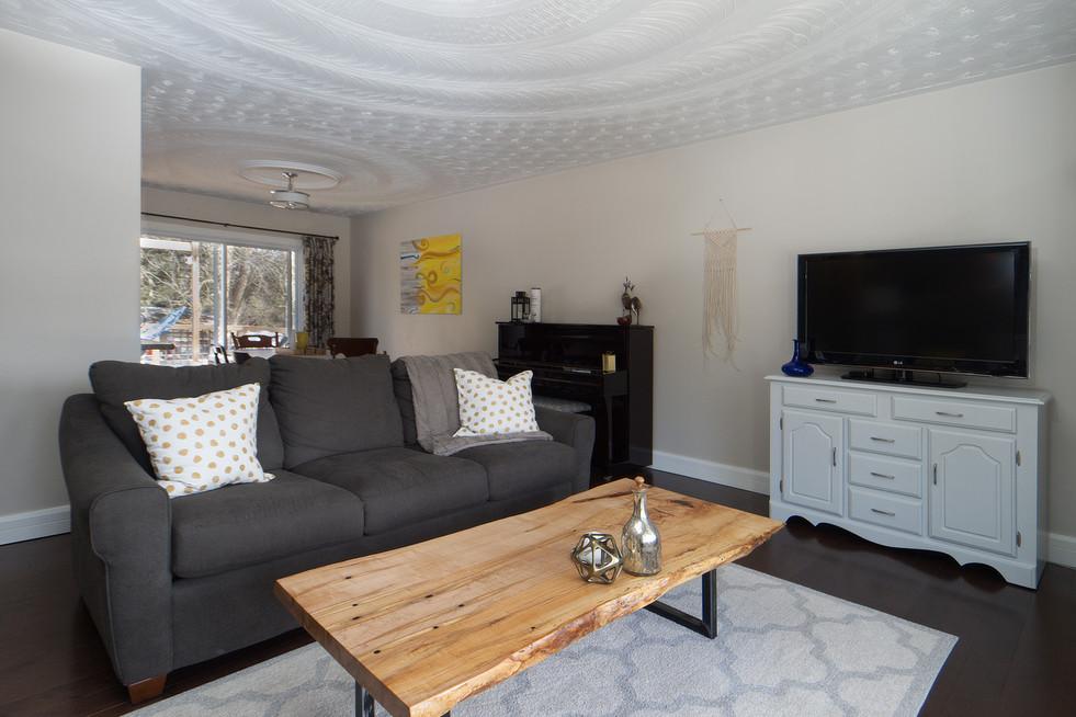 139 Queen St - Living Room