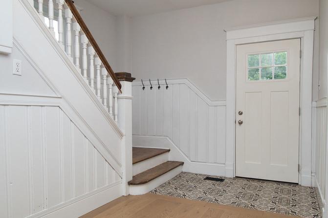 29  Foyer to Stairs 02.jpg
