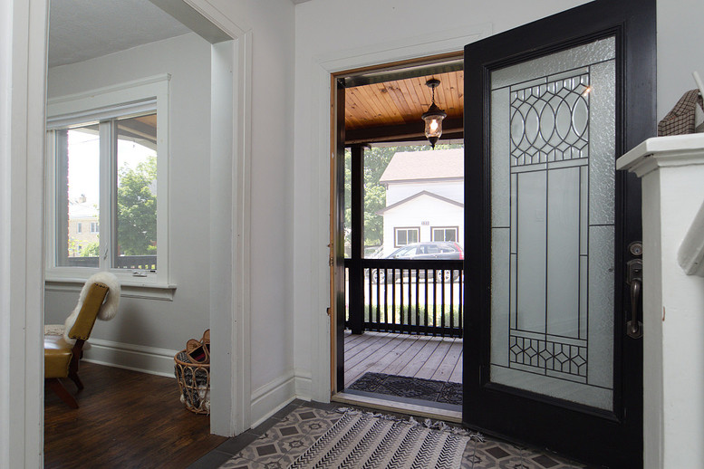 Foyer 4 - 137 Madison Ave S For Sale