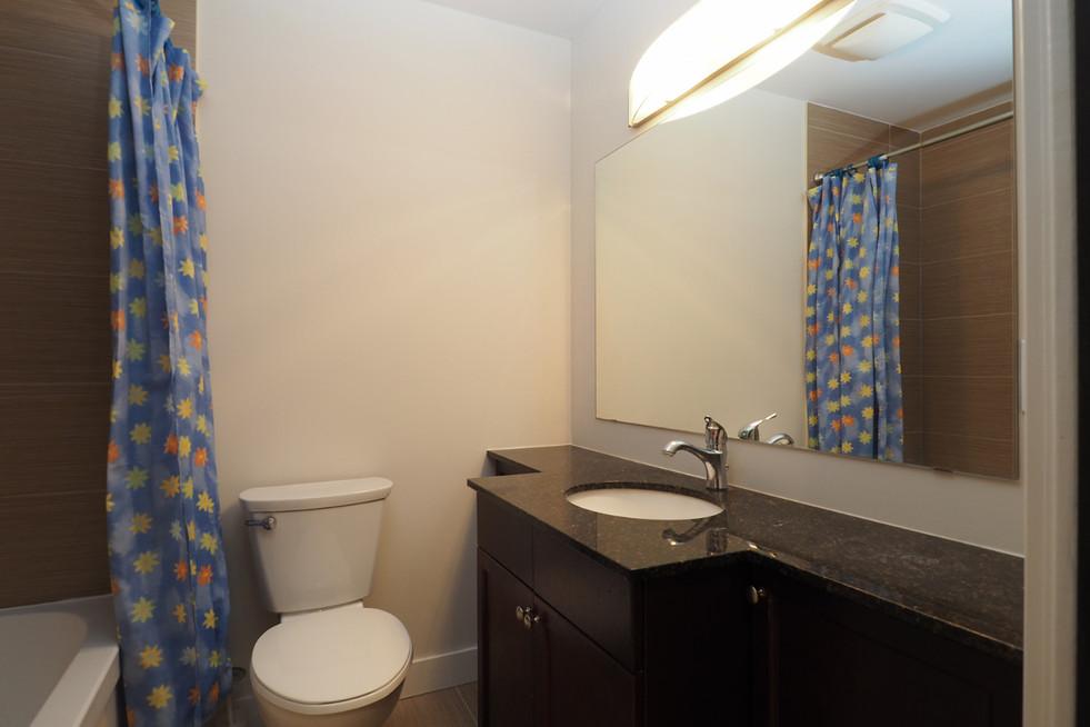 209-188 King - Bathroom