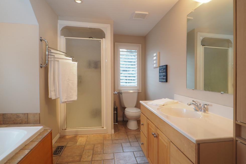 59 Belleview For Sale - Upper Bath 2