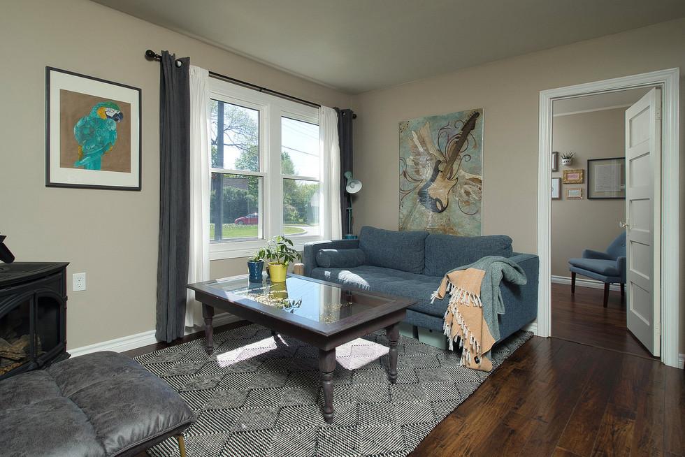 Living Room - 9 Windsor Crescent For Sale