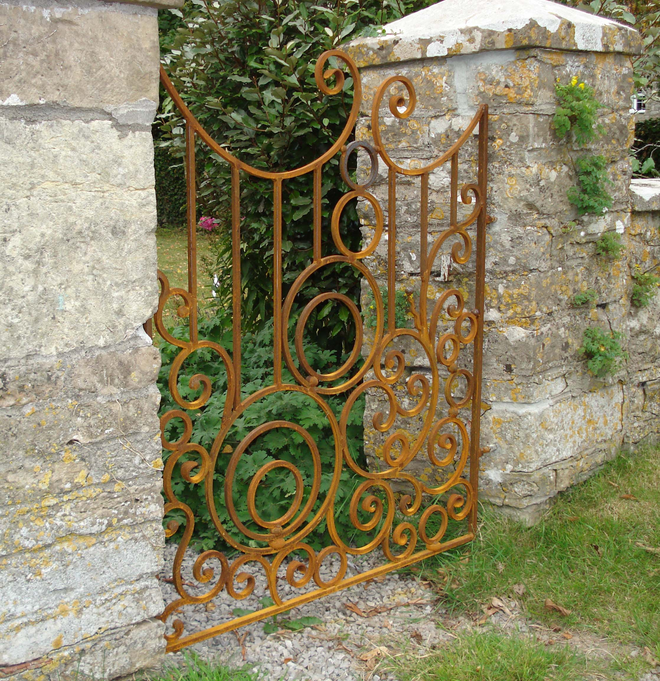 Commissioned gate