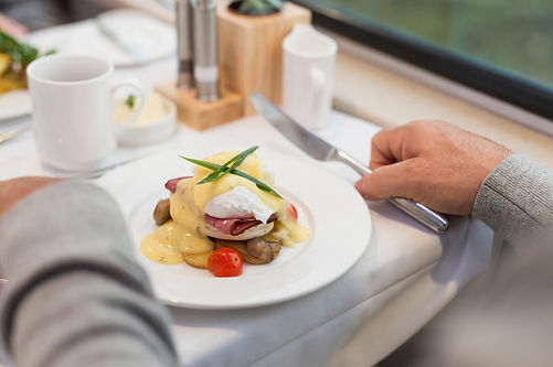 RM18_Onboard_GoldLeaf_Service_Culinary.j