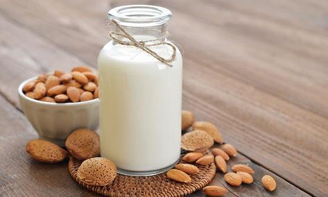 Lait sans lactose lait d'amande maison facile rapide sain sans sucre ajouté