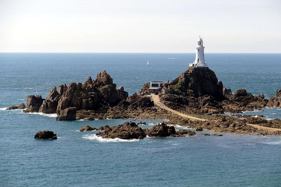 lighthouse-1704835_1920.jpg