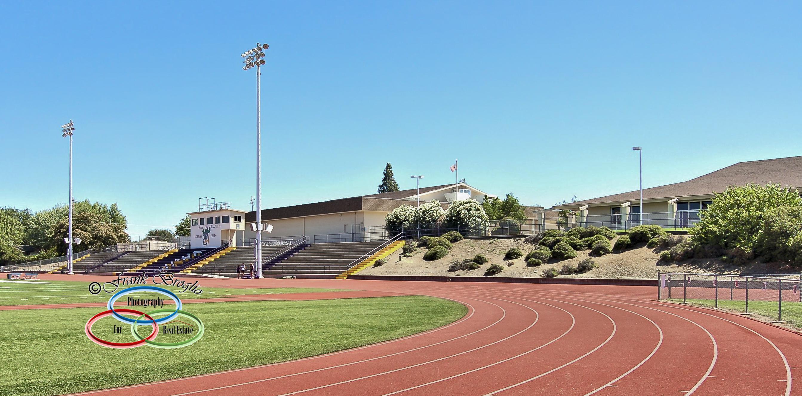Track & Sports Field, Hwy 4 (Grade R