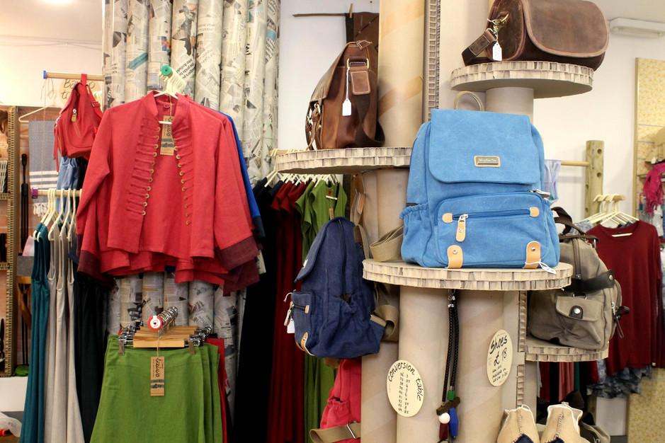 bags display shapfloor.jpeg