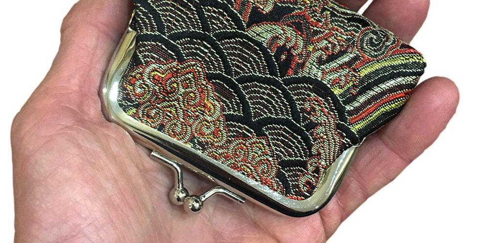 small clip purse in black/red