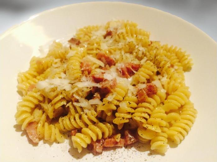 Pasta alla gricia: viaje para Roma em 10 minutos e 4 ingredientes