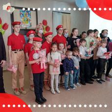 Юнармейцы Реутова приняли участие в акции «Весенняя открытка»