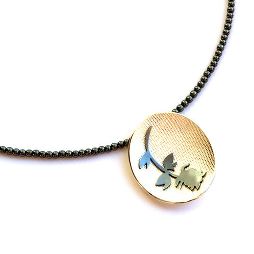 Barkarole rose necklace