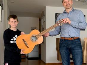 Eine Gitarre für Sergej