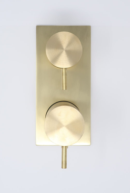 Flow Triple Thermostatic Shower Valve With Diverter :: Brushed Brass