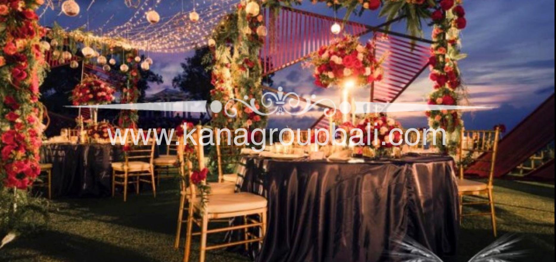round table flower centerpiece.jpg
