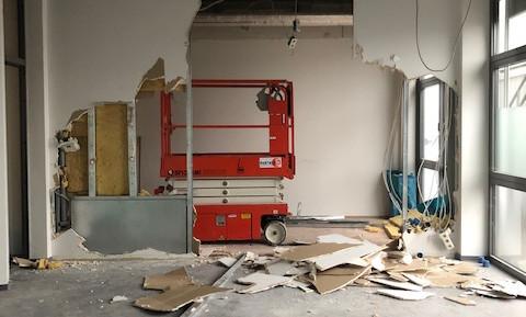Anfang März: Wände müssen ebenfalls weichen. Bald sind die Abrissarbeiten erledigt, dann kommen wir zum nächsten Schritt.