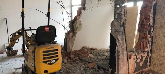 Der Windfang im Service und Verkaufsbereich muss der neuen Optik weichen, ebenso, wie ein paar Mauern... #demolitionday