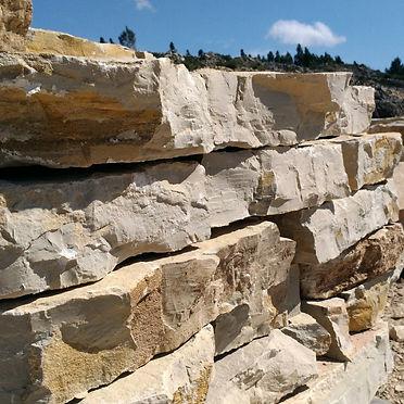 pedra para caminhos e passeios no jardim