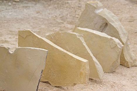 pedra rústica em tons suaves de creme