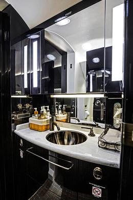 Bathroom Falcon50X-interior1-DavinciJets