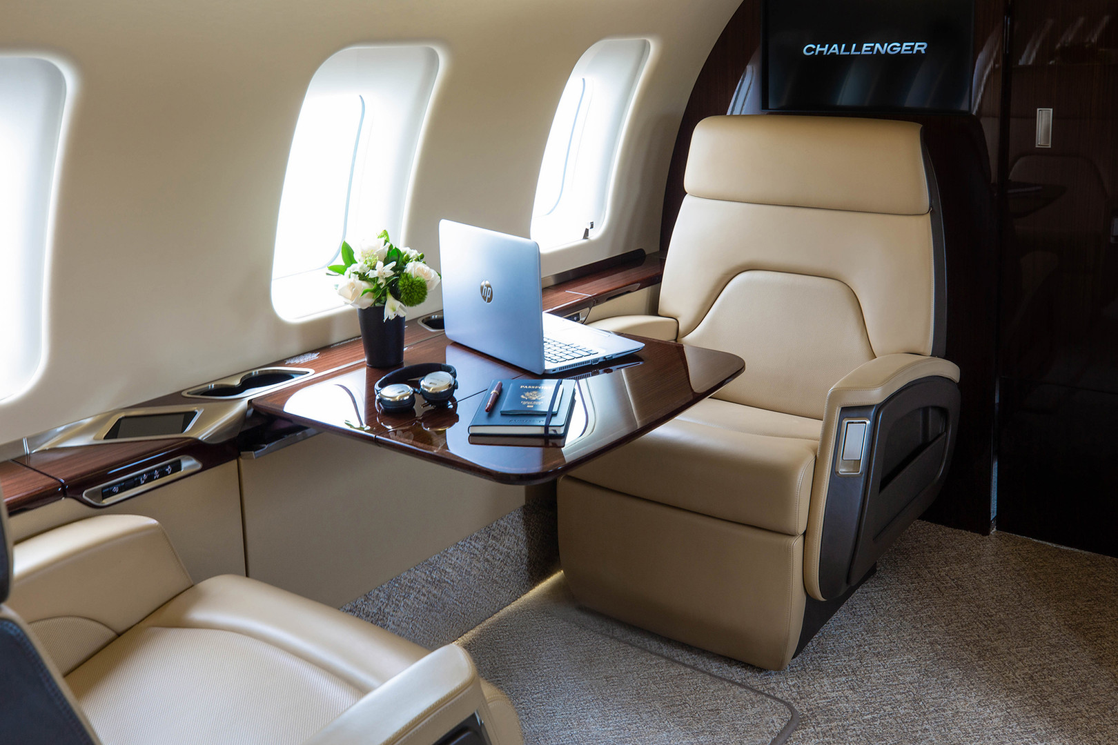 Challenger650-interior3-davincijet