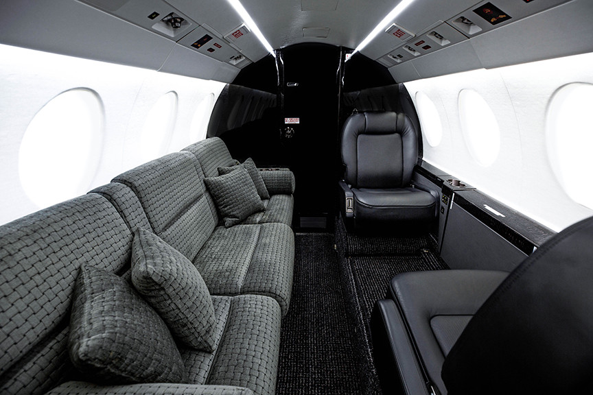 Falcon50X-interior1-DavinciJets - seating