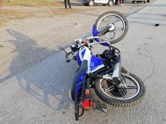 В Чебаркульском районе легковой автомобиль столкнулся со скутером с детьми, один из которых погиб