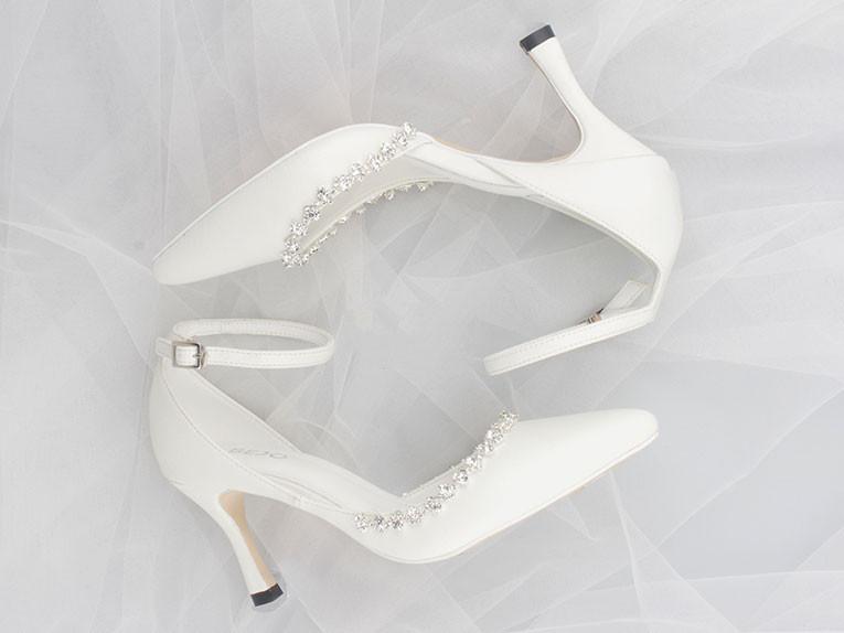 Đừng quên chuẩn bị một đôi giày cưới vừa chân