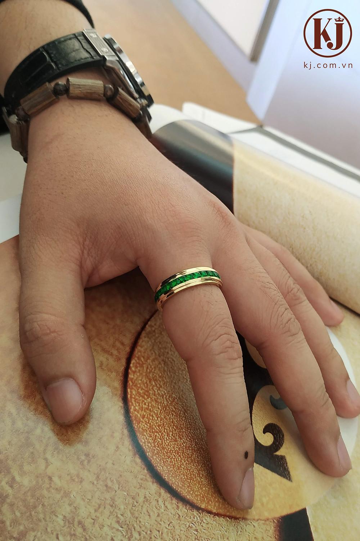 Nhẫn ngón trỏ đính đá