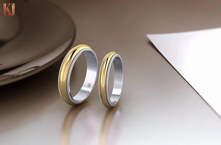 Một phiên bản nhẫn xoay 2 màu khác với vàng trắng và vàng vàng