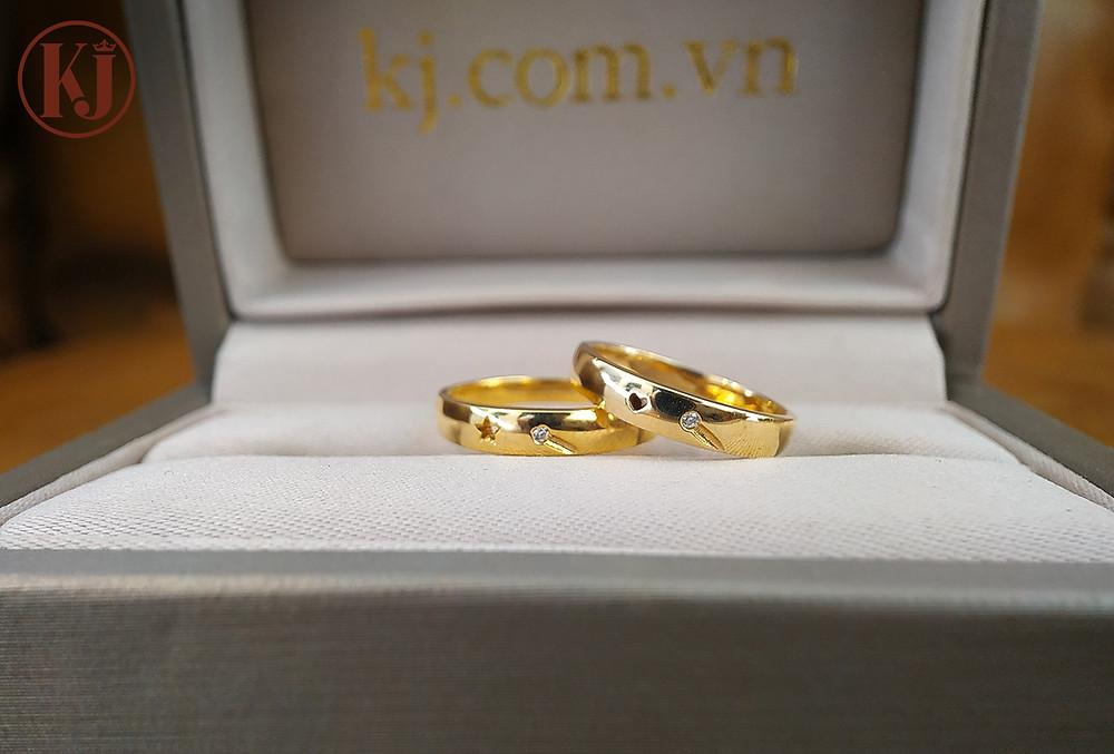 Những họa tiết đáng yêu trên cặp nhẫn vô cùng độc đáo và ấn tượng