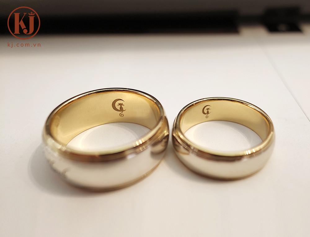 Biểu tượng đáng yêu khắc mặt trong chiếc nhẫn