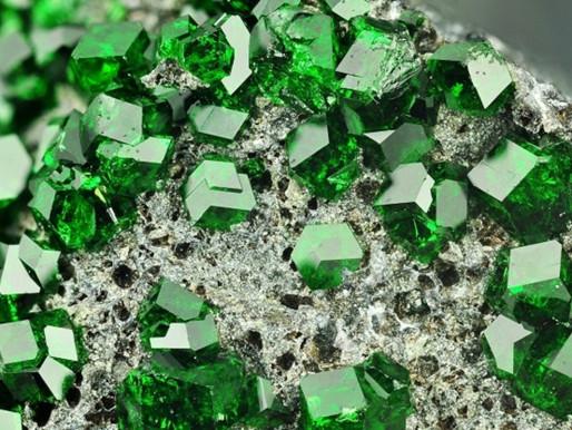 Những điều cần biết về đá Emerald- Ngọc lục bảo, công dụng và ý nghĩa