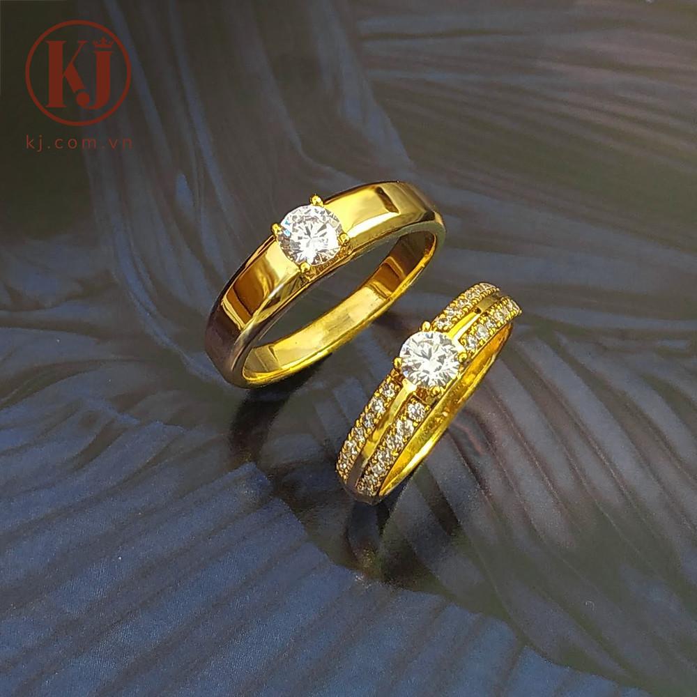 Nên mua nhẫn cưới tại một cửa hàng uy tín, từng viên đá được vào cẩn thận, chắc chắn và có chế độ bảo hành sản phẩm lâu dài