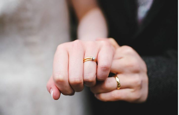 Dành ra từ 1-3 tháng trước khi cưới để lên ý tưởng về cặp nhẫn cưới của mình và tìm hiểu các thông tin liên quan