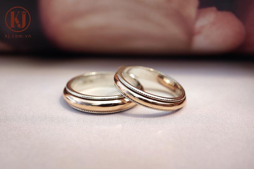 Nhẫn cưới xoay hai màu độc đáo kết hợp vàng trắng và vàng hồng