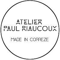 Logo Atelier Paul Riaucoux made in Corrèze créateur travail du bois noyer du Périgord Darnets lampe planche à découper organiseur de bureau planteur Darnets Corrèze