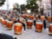 みんなで練習する太鼓