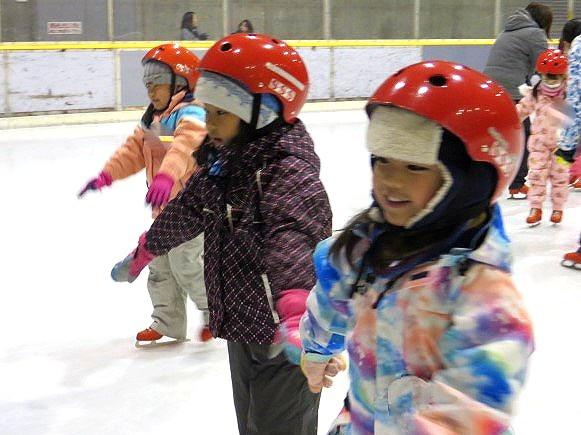 郡山市 片平町 片平学園 片平幼稚園 幼稚園 福島県 こども園 行事 年長児 スケート 教室 こども体育研究所 講師 女の子 練習 笑顔