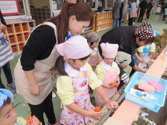 郡山市 片平町 片平学園 片平幼稚園 幼稚園 収穫祭 親子 野菜 食育 洗い
