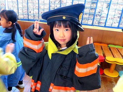 福島県 郡山市 片平学園 片平 幼稚園 こども園 園児 喜久田基幹分署 消防 防火 教室 装備 試着 着て