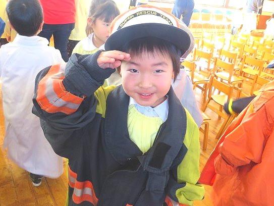 福島県 郡山市 片平学園 片平 幼稚園 こども園 園児 喜久田基幹分署 消防 教室 試着 敬礼