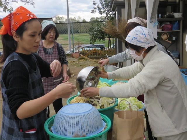 郡山市 片平町 片平学園 片平幼稚園 幼稚園 収穫祭 親子 豚汁 野菜 大量