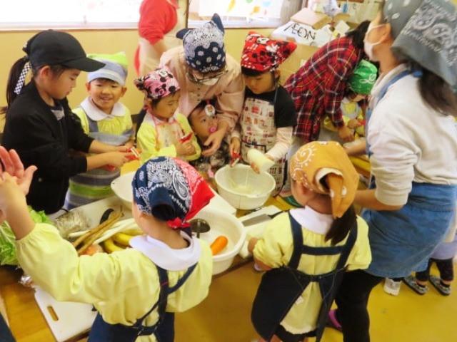 郡山市 片平町 片平学園 片平幼稚園 幼稚園 収穫祭 親子 野菜 包丁 豚汁 芋煮会