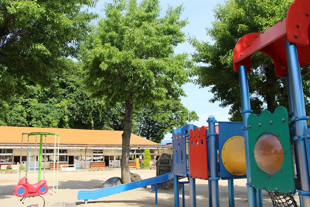 片平幼稚園の園庭の写真です。